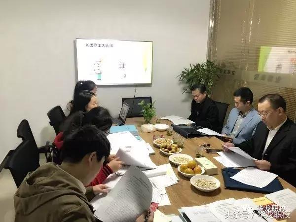 武汉市就业培训定点机构考评组莅临bob官网登录职校检查工作